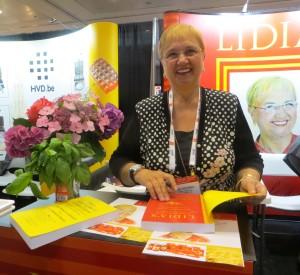 Lidia, Signing
